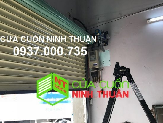Lắp đặt cửa cuốn đài loan có motor - lap dat cua cuon dai loan gia re, lắp cửa cuốn đài loan tp.hcm